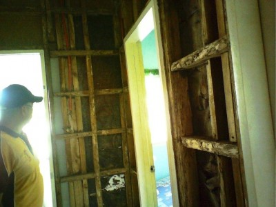 PHILIPPINES – ORO BIBLE COLLEGE – Termites still at work in faculty apartment block!