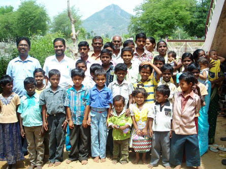 AAMI mission manager Immanuel, Kirubakaran, the staff & children of New Life Home