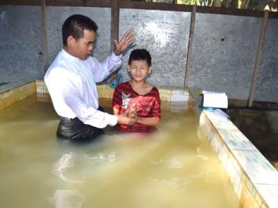 MYANMAR   Baptisms at Fellowship Bible Church